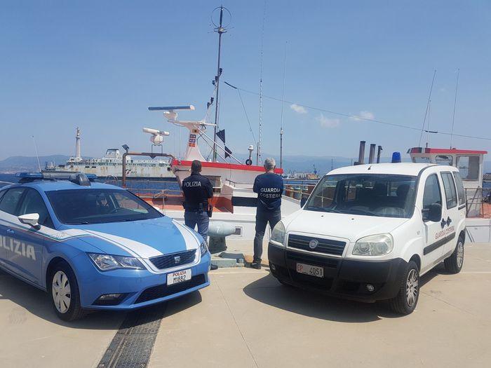 Messina, tenta di rubare un peschereccio: preso ventenne di Catania