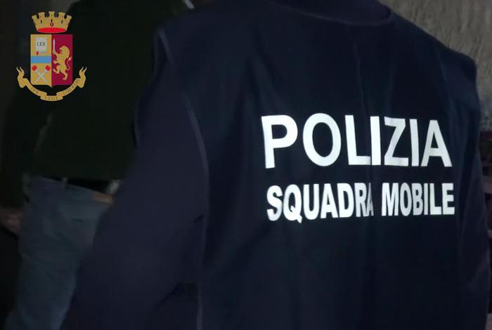 Arrestato un poliziotto a Crotone per concorso esterno in mafia