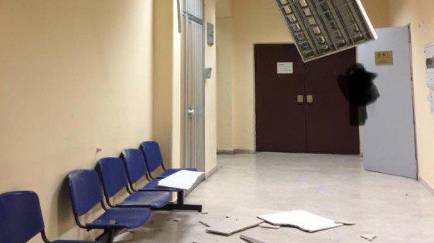 Maltempo, Catania sferzata dal forte vento: crollo in ospedale e voli dirottati