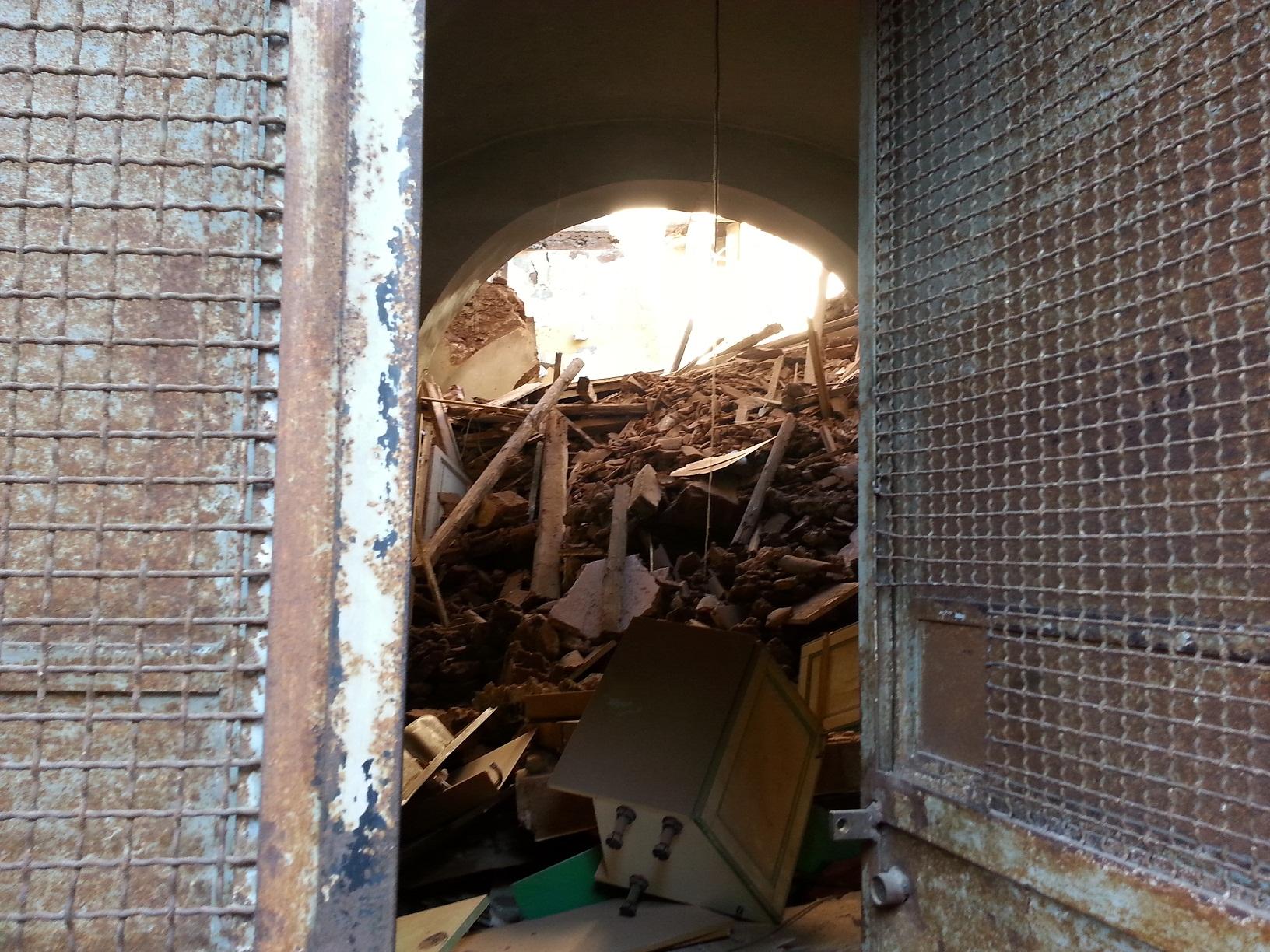 Catania, crolla una palazzina disabitata nel quartiere di San Berillo
