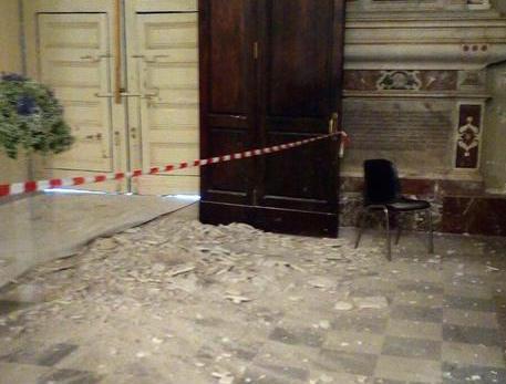 Acireale, crolla l'intonaco della chiesa: il bimbo ferito si sveglia