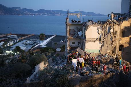 ll crollo della palazzina a Torre Annunziata: recuperati gli ultimi 2 corpi