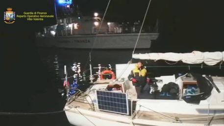 Trentuno migranti arrivati in barca a vela sulla costa di Crotone
