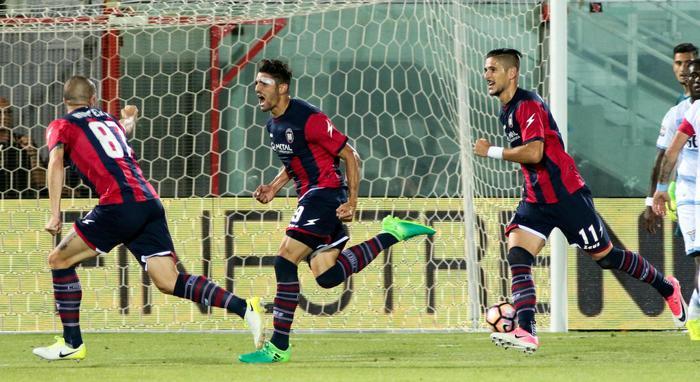 Il Palermo batte l'Empoli che retrocede: il Crotone vincendo sulla Lazio resta in A