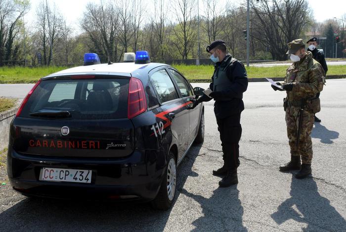 Esplode colpi di pistola contro un cane e lo uccide: denunciato nel Crotonese