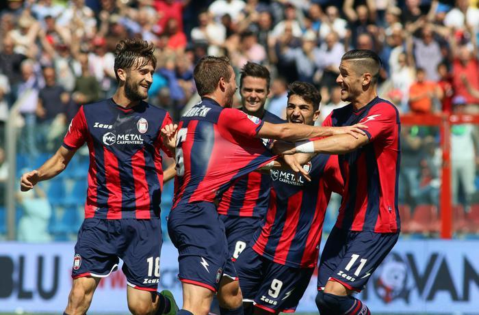 Sì all'utilizzo dello stadio del Crotone per la prima contro il Milan