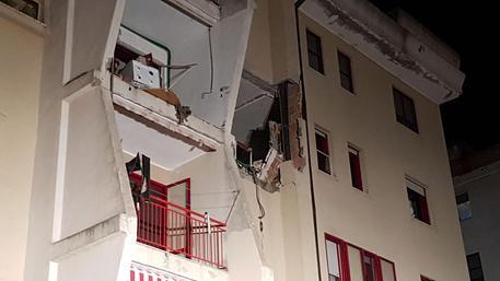 Esplosione in un appartamento a Crotone, 2 morti e 4 feriti