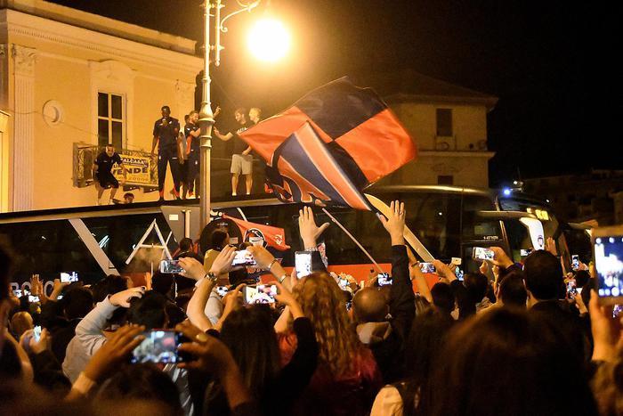 Festa a Crotone fino all'alba per la permanenza in  A, Vrenna: onore al Palermo