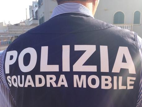 Tenta rapina in banca a Cosenza, i clienti lo mettono in fuga