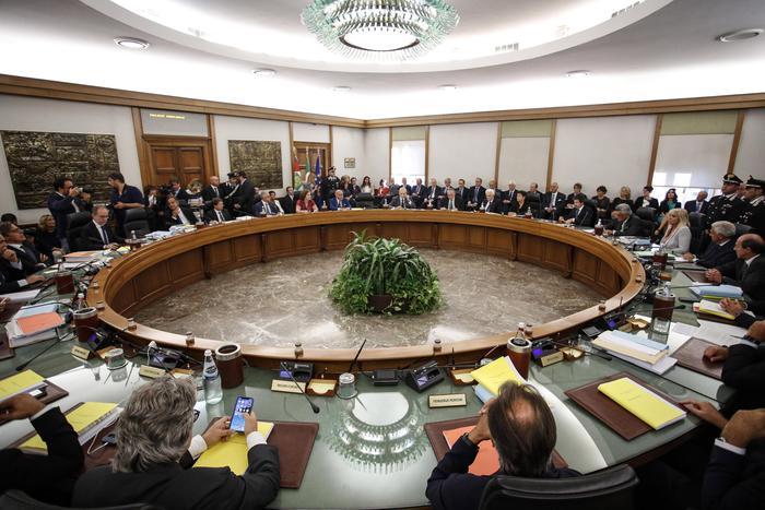 Bufera nelle Procure, altri due consiglieri si autosospendono nel Csm