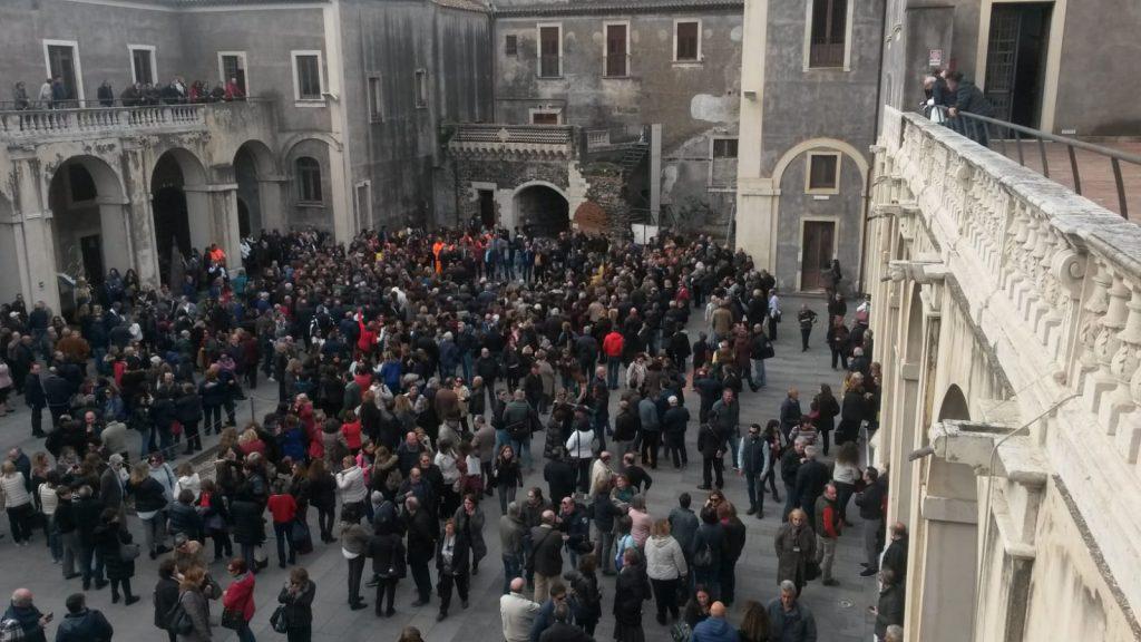 Comune di Catania in dissesto, dipendenti senza stipendi in assemblea