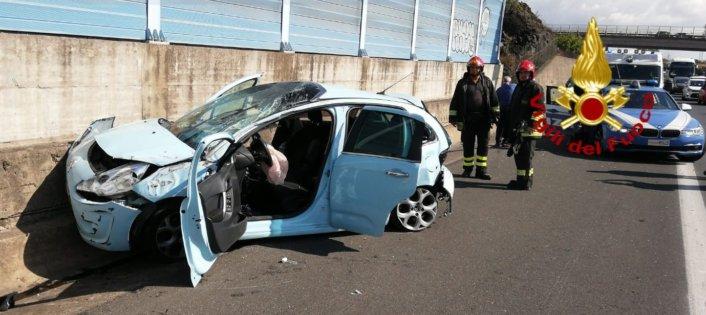 Catania, con l'auto contro un muro della tangenziale: estratta dalle lamiere
