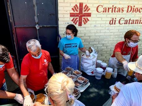 Cresce la povertà a Catania, aumentano del 60% i pasti giornalieri della Caritas