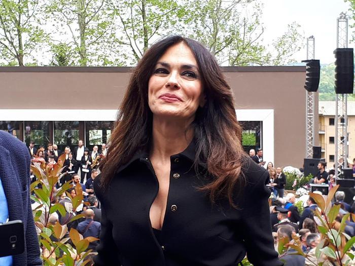 Maria Grazia Cucinotta, verso i 50 anni: festa con  cannoli siciliani