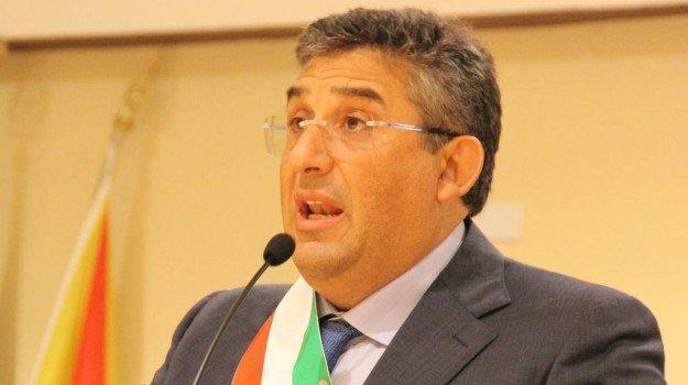 Fratello di Totò Cuffaro capo  di gabinetto all'assessorato alla Funzione pubblica                                                                                                  qqq