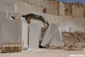 Esplosione in una cava di marmo nel Trapanese: due operai restano feriti