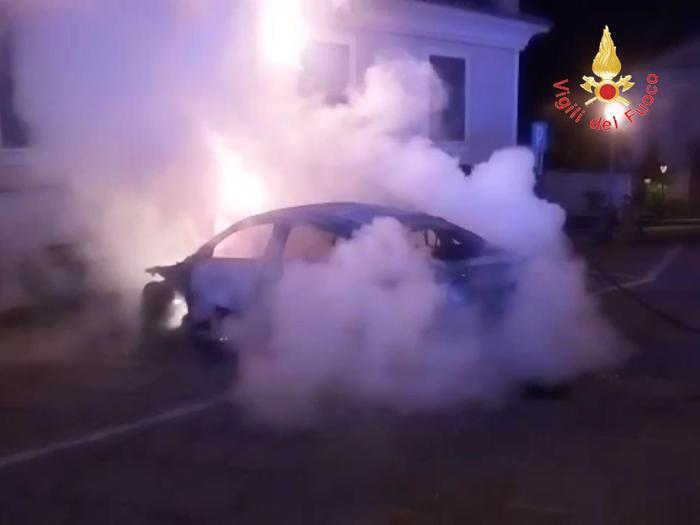 Auto andata in fiamme a Cutrò, indagano i carabinieri