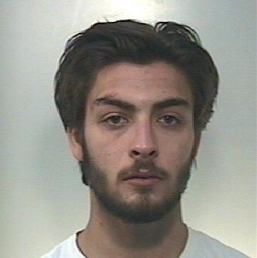 Droga, colto in flagrante mentre spaccia: arrestato a Palazzolo