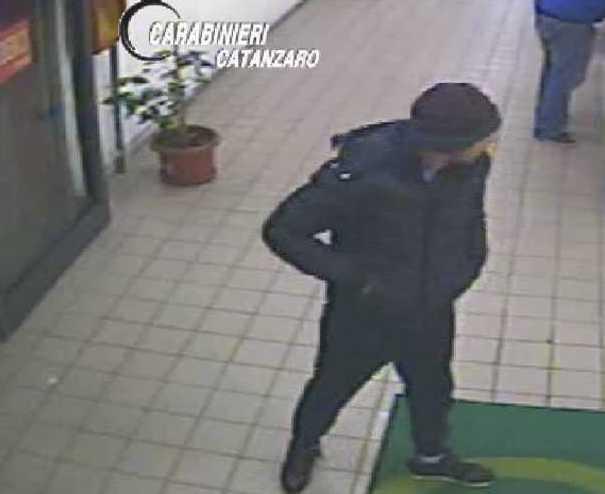 Chiedono soldi per restituire l'auto rubata: 2 arresti a Catanzaro