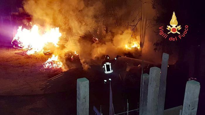 Incendio in un cantiere edile a Catanzaro: deve costruire edifici residenziali