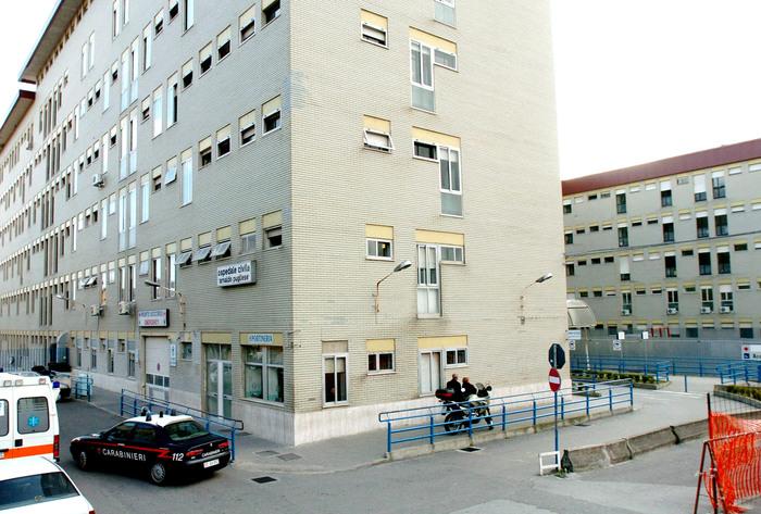 Niente più posti letto nel reparto Infettivi dell'ospedale di Catanzaro