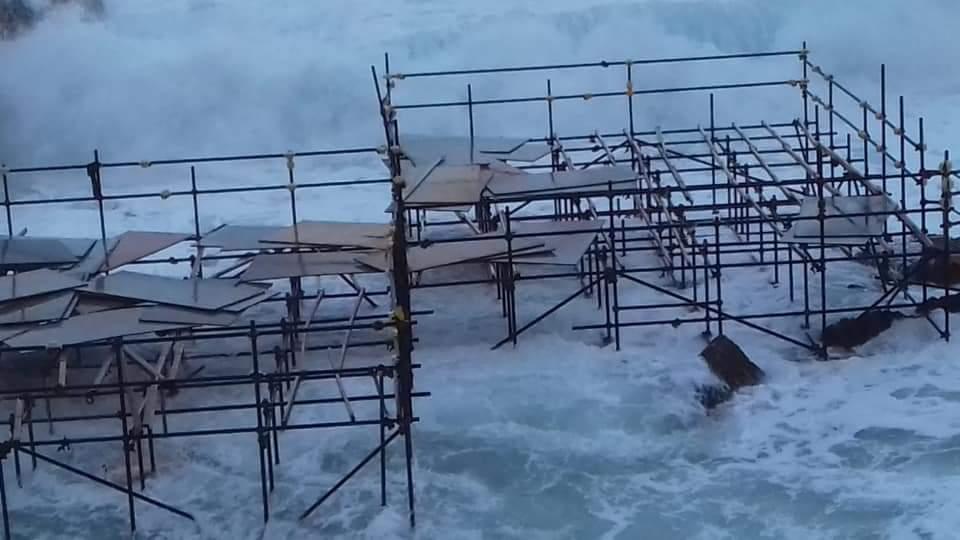 Le mareggiate sferzano il Siracusano: danni alle strutture (foto e video)