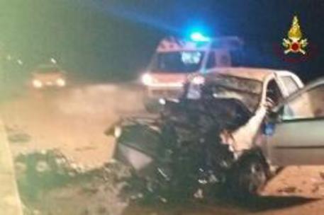 Incidenti stradali, scontro tra due auto: tre morti nel Padovano