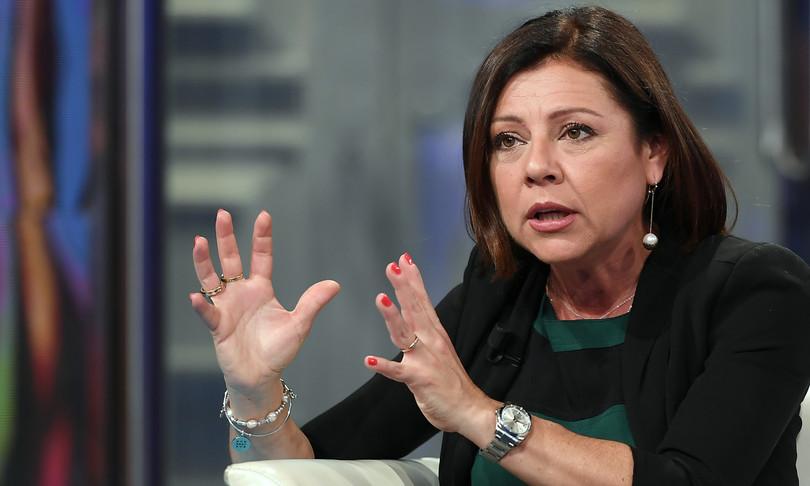 """La ministra De Micheli: """"Garantiremo il trasporto quotidiano delle merci nelle Isole"""""""