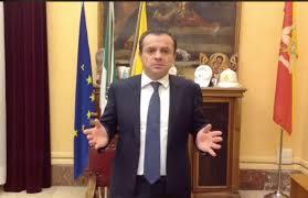 """Il sindaco di Messina: """"Siamo la Repubblica delle banane, solo annunci"""""""