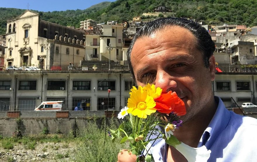 Messina, il sindaco De Luca: un passaporto per gli innamorati siciliani e calabresi