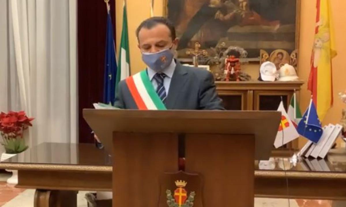 """Il sindaco di Messina, zona rossa? """"Ordinanza farlocca, chiudo tutto"""""""