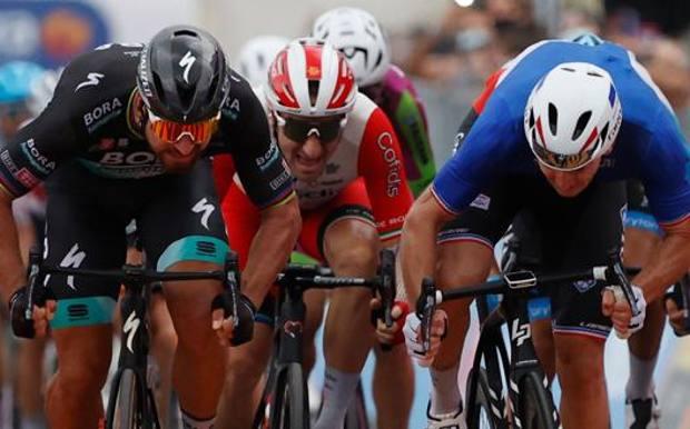 Giro d'Italia, Demare vince la quarta tappa sul traguardo di Villafranca Tirrena