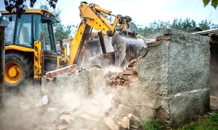 Abusivismo a Crotone, demolizione di venti villette in località Campione