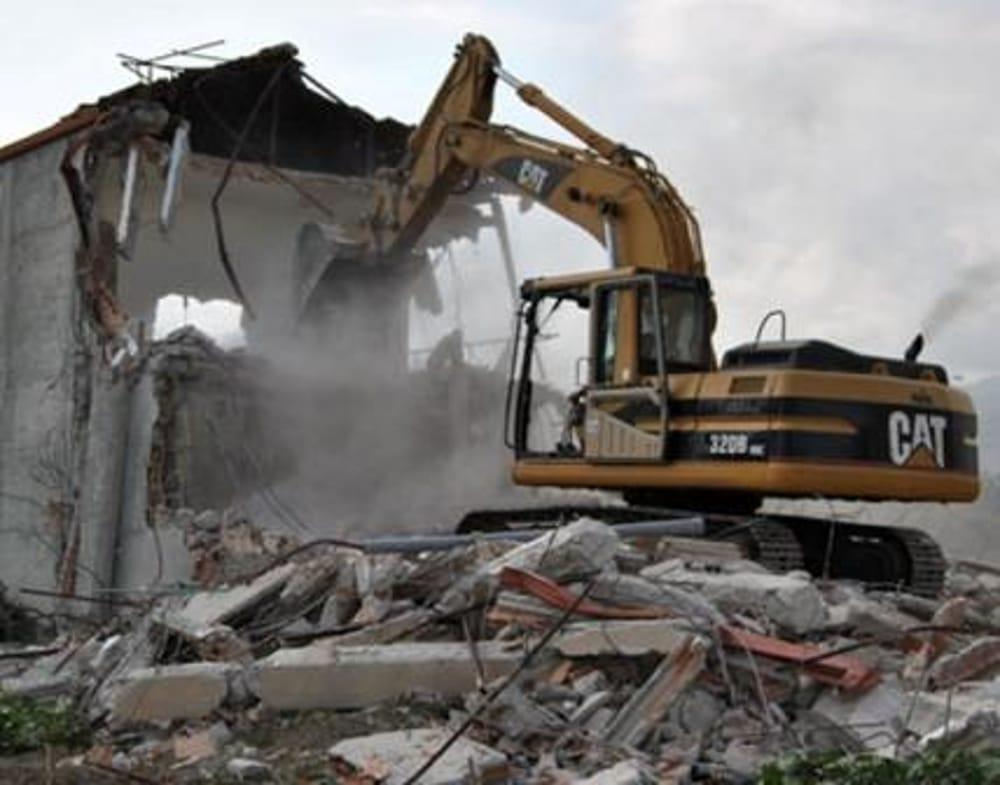 Canicattini, muratore travolto da una trave durante una demolizione: è grave