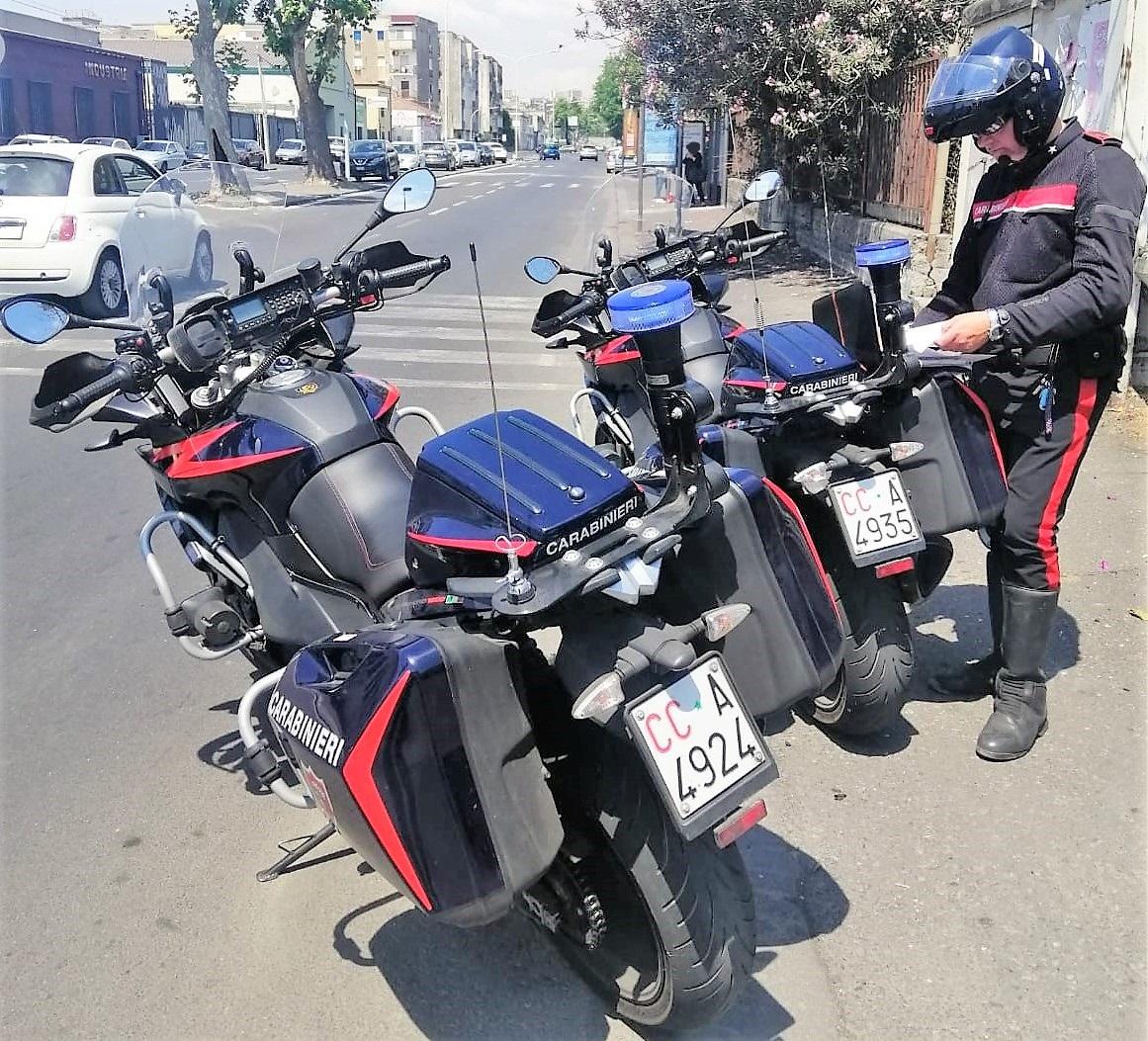 Sorvegliato guidava senza patente: denunciato a Catania