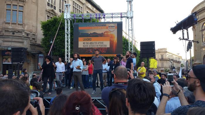M5s, Di Battista a Palermo: reddito di cittadinanza contro voto di scambio