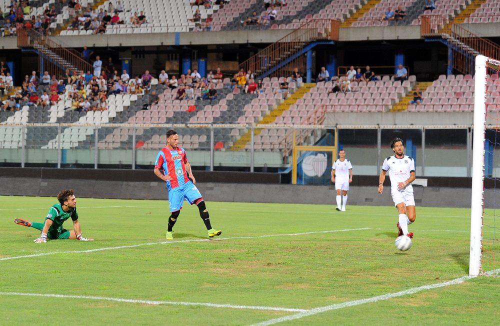 Il Catania parte con un tris al Fanfulla e passa al secondo turno di Coppa Italia