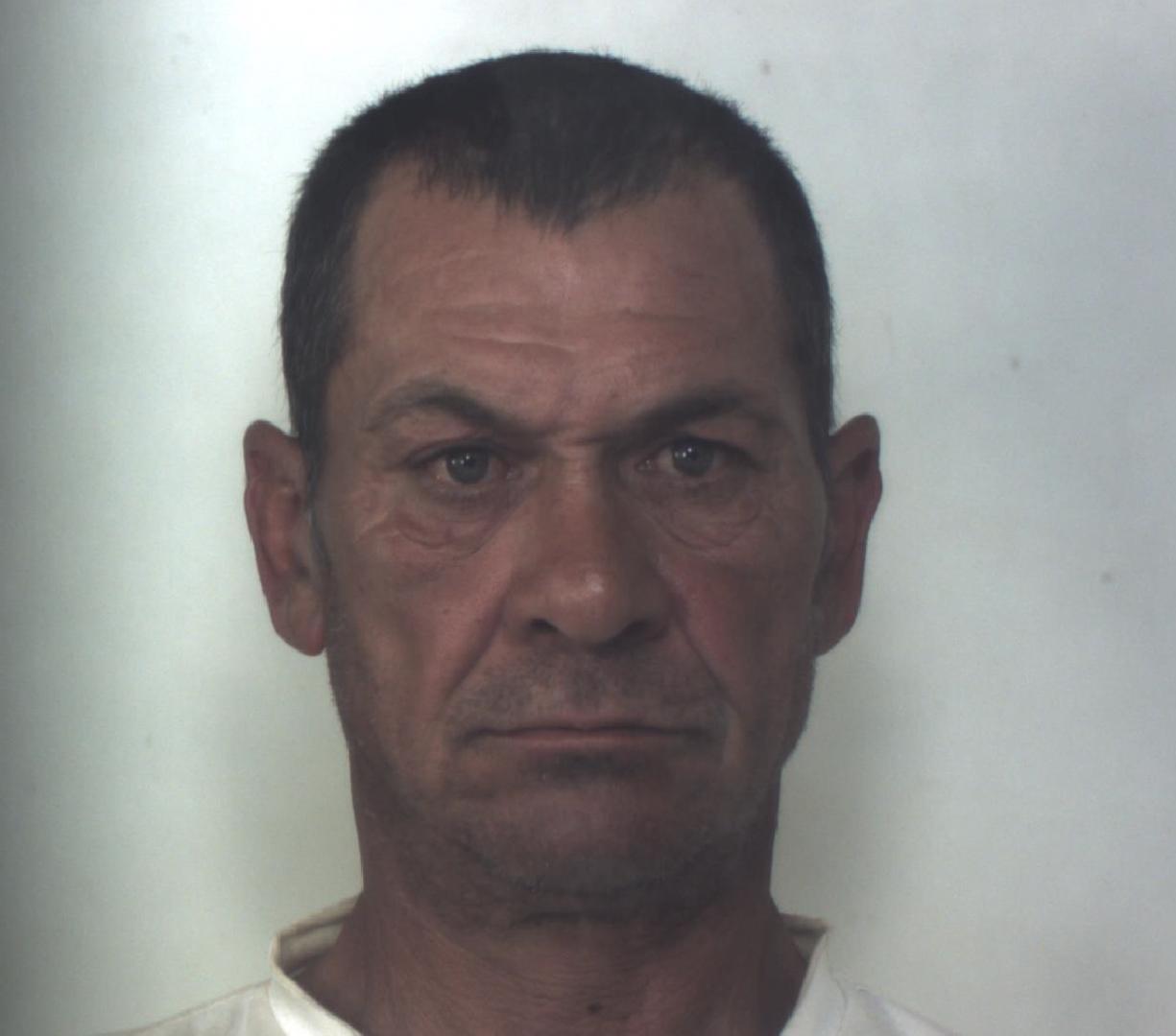 Smontavano infissi da alcune ville di Belvedere di Siracusa: arrestati