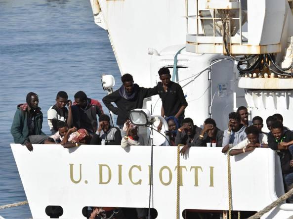Migranti, Salvini sulla Diciotti: decida l'Ue o torna in Libia