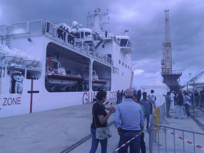 Nave Diciotti sbarca a Reggio Calabria 413 migranti
