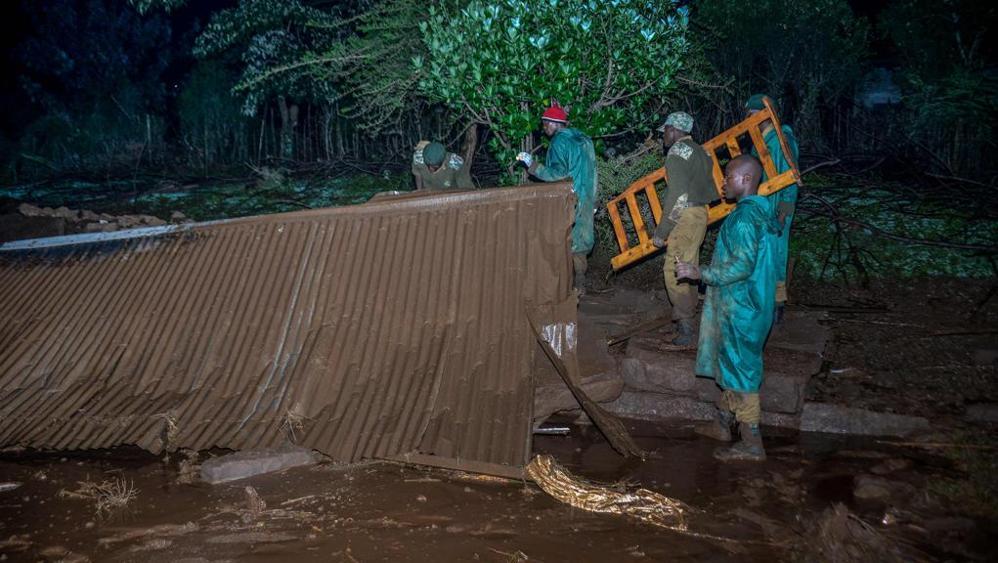 Kenya, cede diga dopo un alluvione: almeno venti i morti