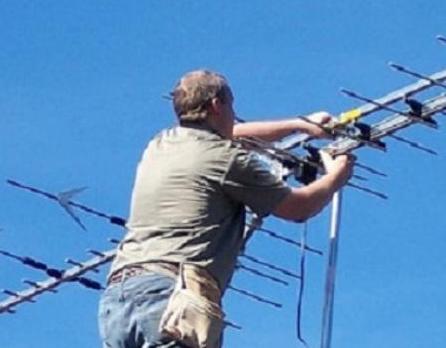 Marsala, antennista cade da tetto e muore: il padre morì allo stesso modo