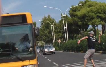 Catania, sassi contro il bus dei tifosi ospiti, denunciato uno dei leader della