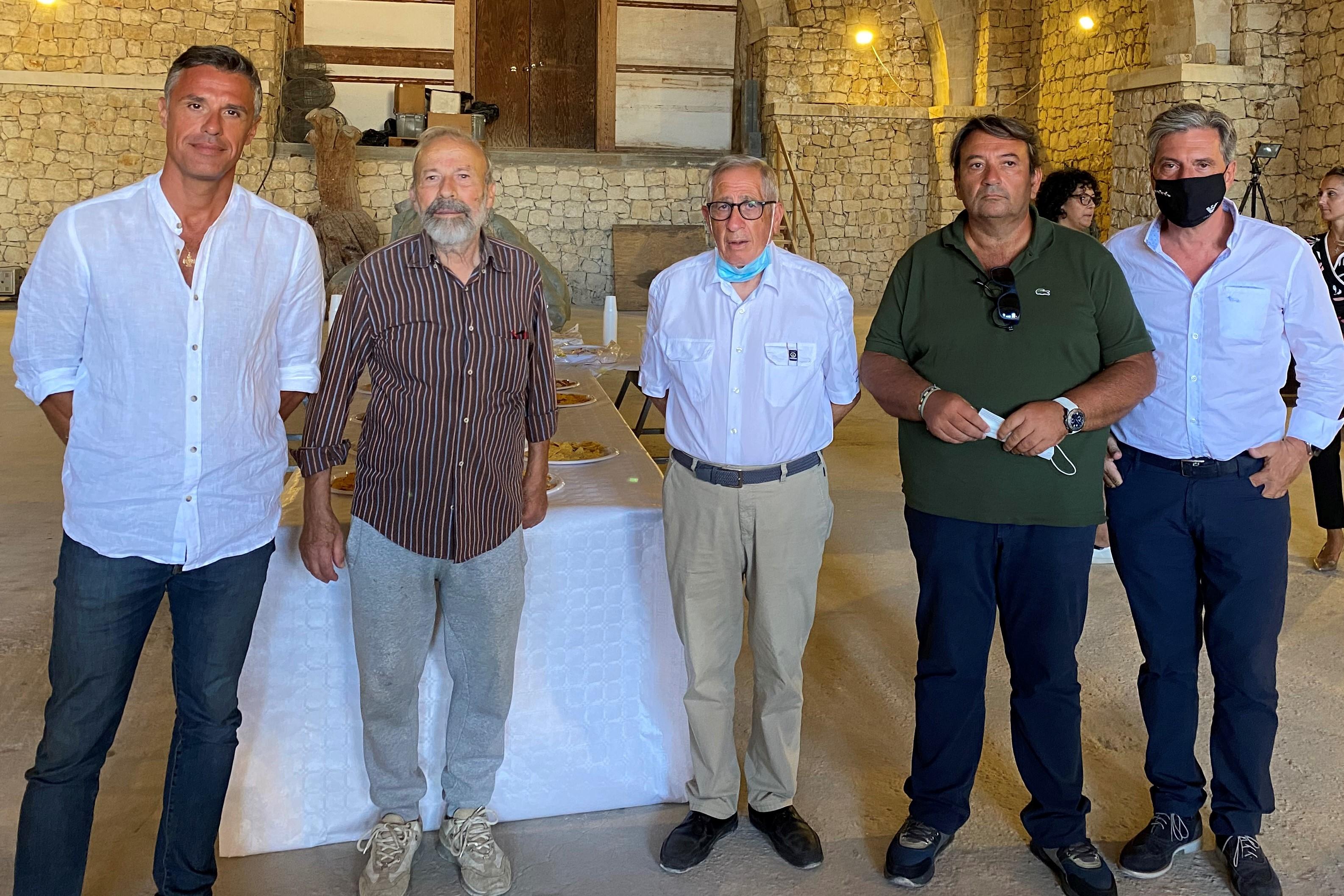 Vittoria, politica e arte: sì dei candidati a sindaco al progetto di Arturo Di Modica