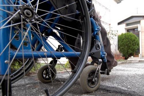 Siracusa, picchia il fratello disabile: con sé ha anche una pistola