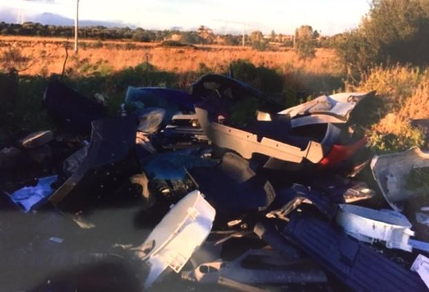 Modica, sequestrata dalla Polizia locale discarica abusiva di rifiuti speciali