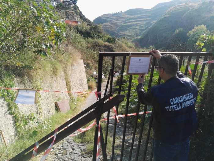 Rifiuti, una discarica abusiva sequestrata a Reggio Calabria