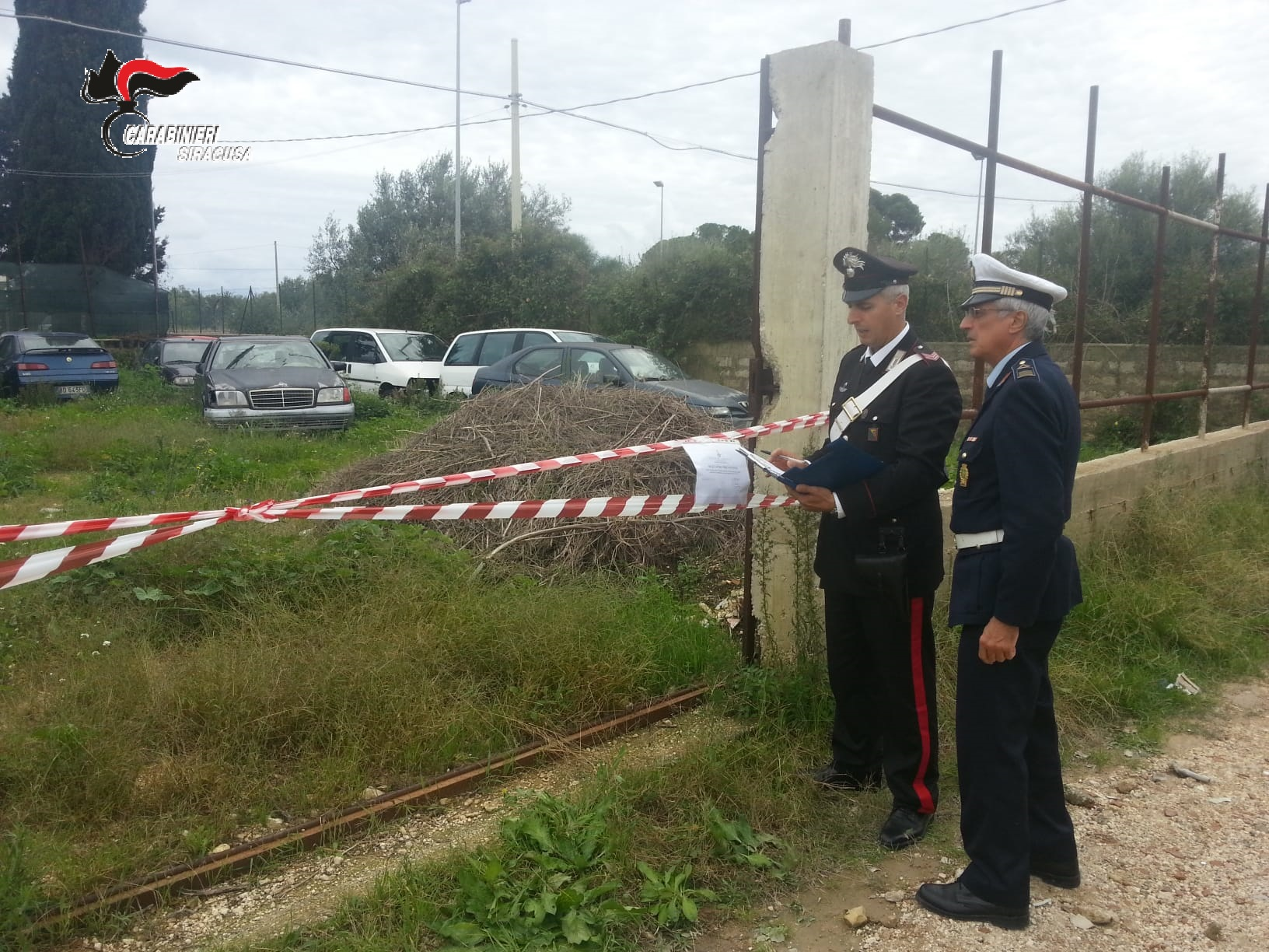 Siracusa, carcasse di auto e materiali ferrosi sequestrati a Cassibile