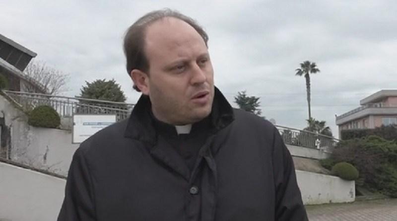 Sevizie e abusi anche su minore, prete arrestato a Casapesenna