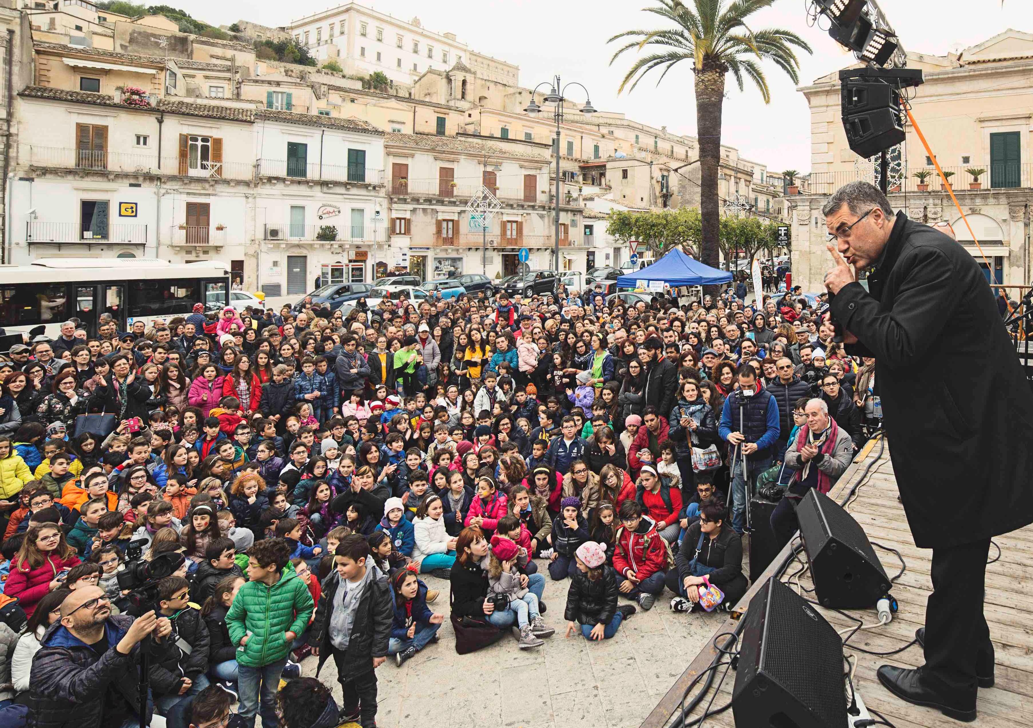 """Modica, presentazione del libro """"Crisci Ranni"""" con l'arcivescovo di Palermo"""